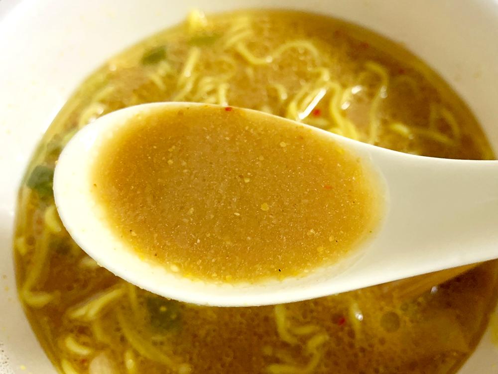 青森ご当地カップ麺_味噌カレーミルクラーメン_スープ