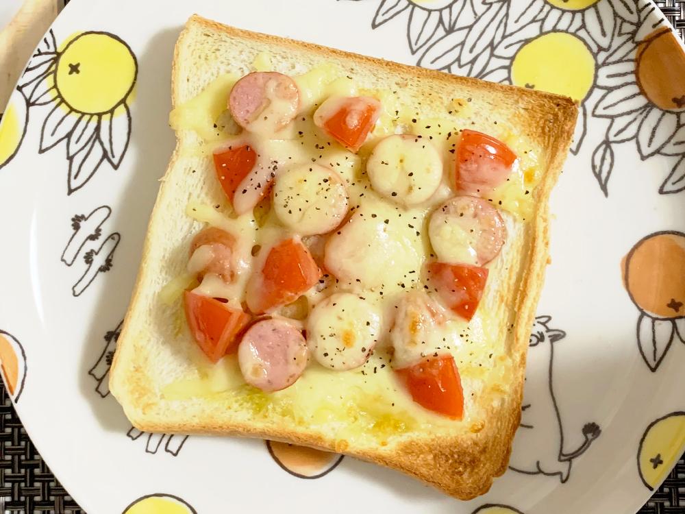 ずぼらモーニングトースト_ミニトマトとウインナーとチーズ